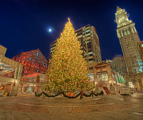 Faneuil_Hall_Christmas_Tree