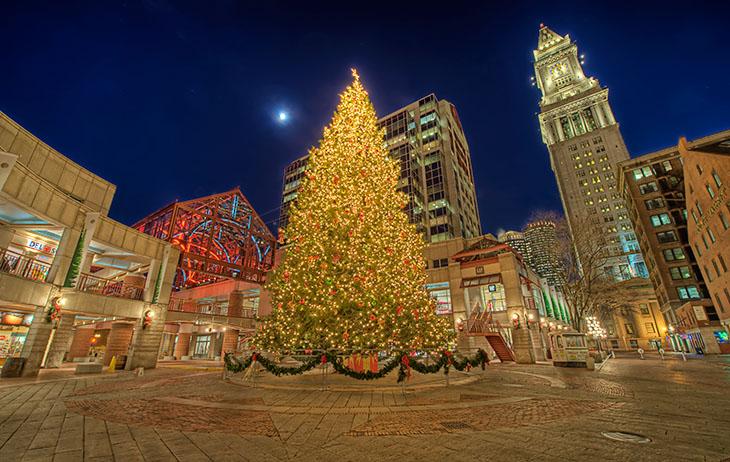 Faneuil_Hall_Christmas_Tree