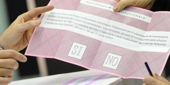 Foto Fabio Cimaglia / LaPresse 04-12-2016 Roma Referendum Costituzionale Nella foto un momento del voto   Photo Fabio Cimaglia / LaPresse 04-12-2016 Rome (Italy) Referendum on constitutional reforms In the pic the voting
